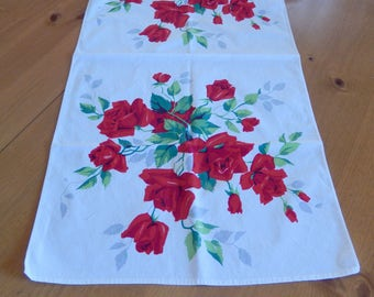 """Wilendur red roses runner, vintage table runner, 33"""" x 17"""", table linens, home decor, towel"""