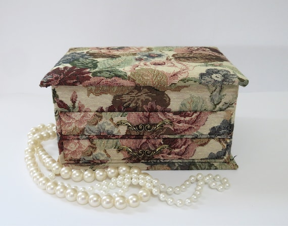 vintage French tapestry jewelry box, jewelry stora