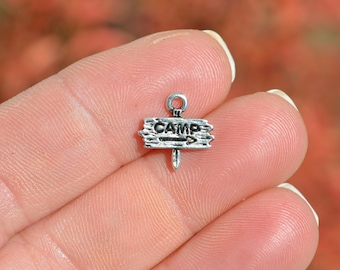 10 x Tibetan Silver CAMP SIGN CAMPING TENT HOLIDAY TRAVEL 3D 13mm Charms Pendant