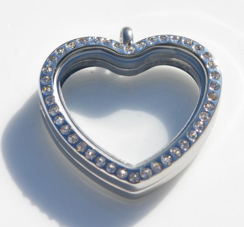 1 Heart Shaped Stainless Steel Memory Locket with Clear Rhinestones SC3163