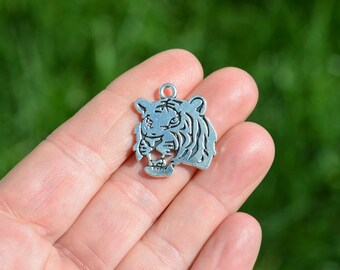 1  Silver Tiger Face  Charm SC2300