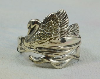 Elegant Swan Ring in Sterling Silver