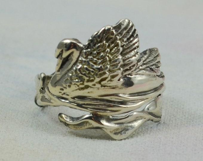 Elegant Swan Ring in Sterling Silver