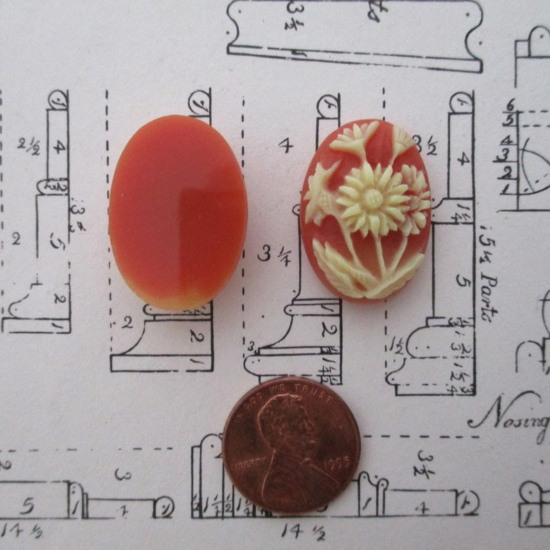 Orange and Cream Floral Cabs Vintage Jewelry supplies Vintage Flower Cabochons Cameo Coral /& Ivory Daisy 25x18mm Findings NOS Two M4 2