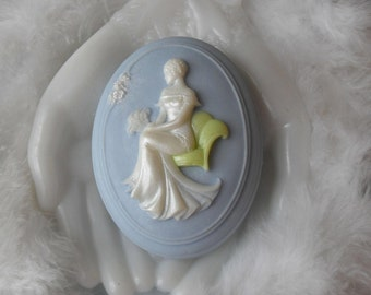 Handcrafted Cameo Soap with Aloe Grace Cameo Soap