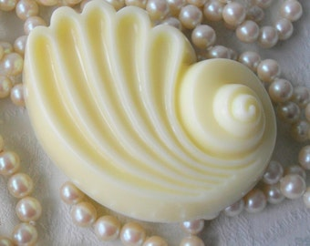 Too Hot to Handle Tropical Buttermilk & Oatmeal Soap