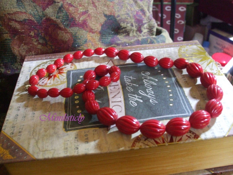 The Real Candy Apple Red 1950's 1960's Vintage Graduated Textured Long Boho  Necklace