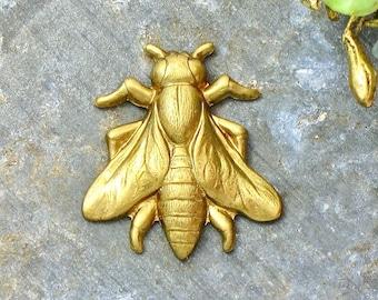 6 small brass BEE jewelry embellishment . 21mm x 19mm (FF46).