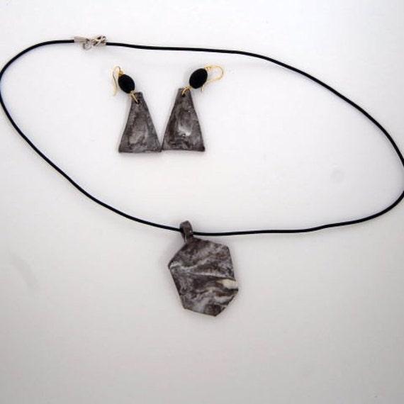 Grey Marbled Porcelain /& Gold Ring Necklace
