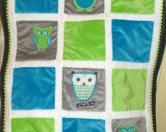 """Appliqued Owl Minky Baby blanket """" Who Loves You  Turquoise and Green"""""""