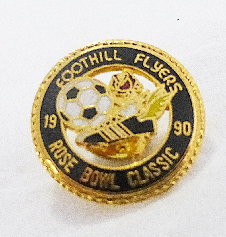 Collectible Vintage rose bowl classic foothill flyers soccer team sports pin souvenir black 1990