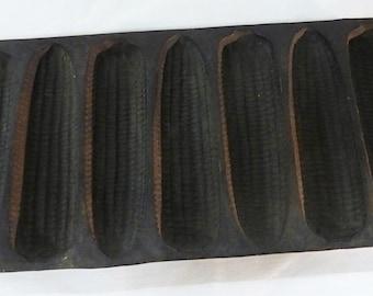 Vintage wagner ware cast iron corn pan USA