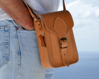 Handmade natural full grain small leather satchel shoulderbag from Greece