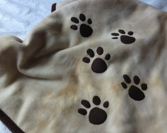 Puppy Paw Print Baby Blanket, Baby Fleece Blanket, Puppy Baby Blanket, Baby Show Gift, Car Seat Blanket, Paw Print Applique Blanket