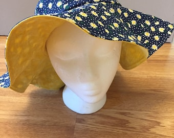 Double sided sunhat for adults, daisy and yellow sunhat with wide brim, reversible sunhat, foldable sunhat