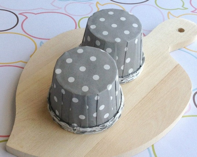 25 Polka Dots Gray Baking Cups