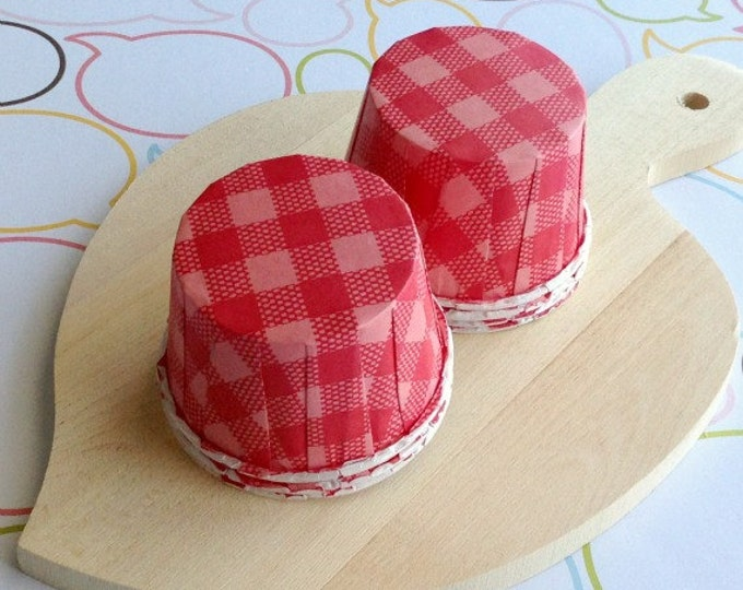 25 Red Gingham Baking Cups