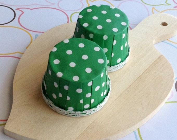 25 Polka Dots Green Baking Cups