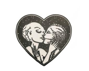 Alien Kiss • Hard Enamel Pin
