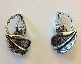 SALE! Vintage Sarah Coventry Windsong silver tone metal clip on earrings