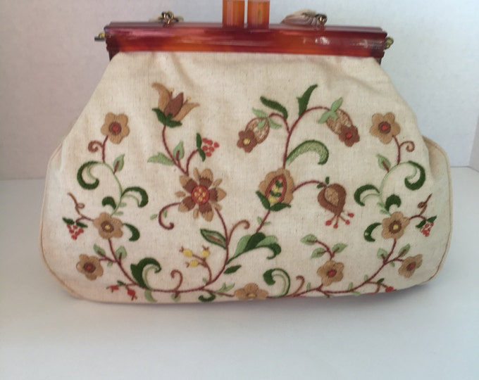 1960s/70s flower crewel purse with strap.