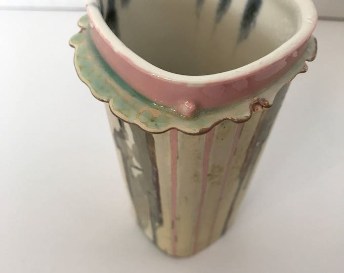 Joani Inglett Porcelian Vase Pink-Blue, lip
