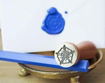 Wax Seal Stamp with 2 Sticks of Sealing Wax - Tudor Rose