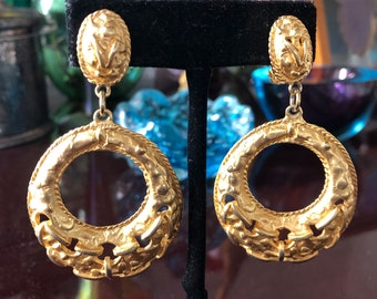 Retro Fashion Hoops Earrings, Large, Hip Hop, Clips, Etruscan Revival Design, Chunky Textured Gold Metal, Excellent Worn Condition