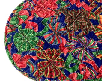4 Christmas Placemats Quilted Oval Shape Bows Ribbons Jewel Colors Vintage Table Linens