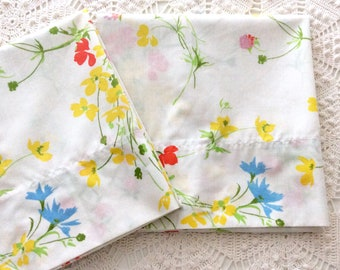 2 Vintage Pillowcases Spring Wildflowers Romantic Floral by Fieldcrest 1970s Standard Size