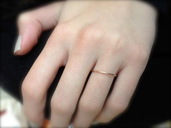 Dainty wedding band Simple wedding ring Thin Wedding Band