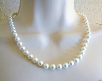 Vintage simple white pearl necklace with gold nouveau style clasp