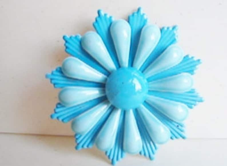Vintage 1960s two-tone blue mod flower brooch GG1 image 1