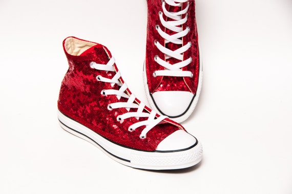 Red Starlight Pailletten Converse® High Tops mit roten Optionen