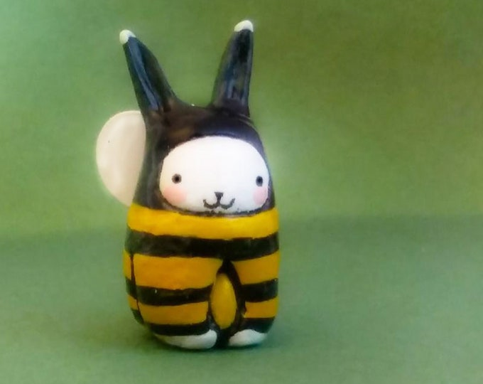NEW! Bee Bibbit - By Lisa Snellings