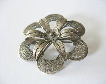 Filigree Flower Brooch Cannetille Silver 1950's Spun Floral Fashion Accessory