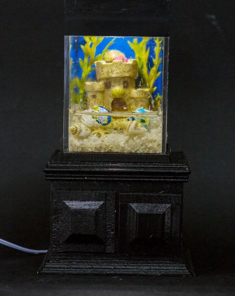 Dollhouse Miniature Tropical Fish with Sand Castle Tank image 0