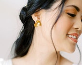 Raine: modern romantic / floral stud earring with pearl detail