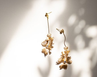 Floral drop earrings / pearl and crystal / gold or silver (Arwen)