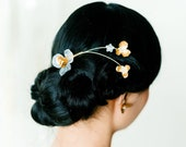 Jocelyn: floral and pearl comb / modern vintage