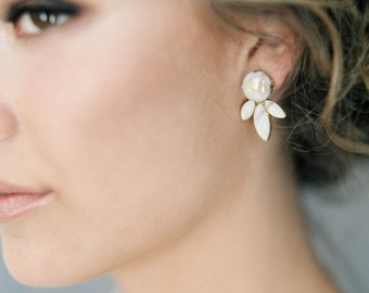 Brooke: Ivory earrings with gold brush stroke accent / Classic Boho Chic wedding earring