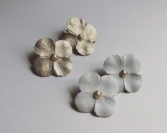 RAQUEL :  Gold metallic leather flower with pearl detail earring / Modern wedding