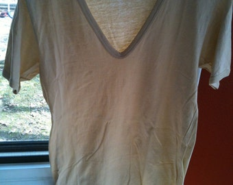 womens vintage v neck tee in a grapefruity peachy cream coloring size small to medium