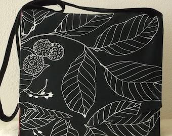 Black & White Leaves Large Messenger Bag