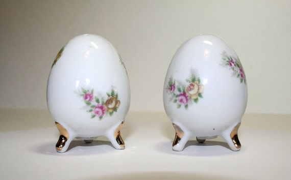 2 Piece Set Little Egg Salt /& Pepper Shakers Paint Your Own Ceramic Keepsake