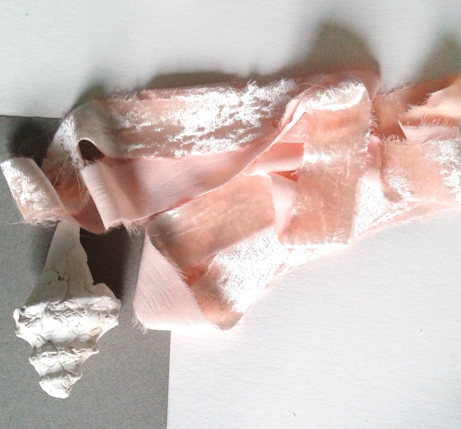Pêche à la main main la de ruban de velours teint, à la main de ruban de velours de soie déchiré, Bouquet de mariée, faire-part de mariage, photographie, stylisme, ruban de mariage 2ae985