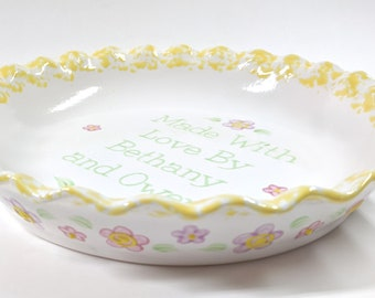 Daisy Pie Dish, Personalized Pie Plate, Pretty Flower Pie Dish, Personalized Ceramic Bakeware, Pastel Flower Baking Dish, Gift for Mom