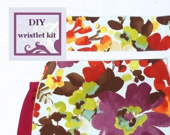 diy wristlet kit - retro style floral wristlet - pre cut fabric with PDF pattern