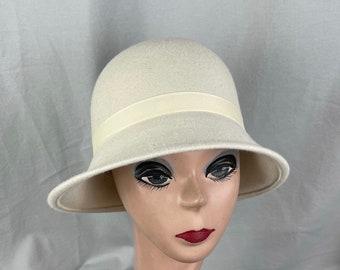 Ivory Wool Felt Cloche Hat Flapper Style / Wool Felt 1920's Style Cloche Hat / Downton Abbey Cloche Hat / Winter Felt Classic Cloche Hat