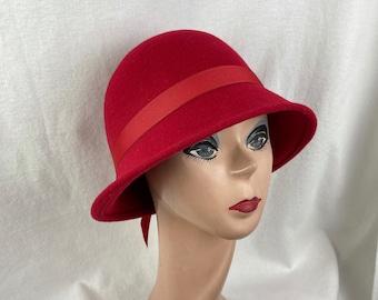 Red Wool Felt Cloche Hat Flapper Style / Wool Felt 1920's Style Cloche Hat / Downton Abbey Hat / Classic Winter Felt Cloche Hat
